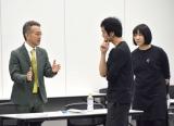 自身がプロデュースする『Hibiya festival』オープニングショーのけいこに参加した宮本亜門(左) (C)ORICON NewS inc.