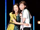 仲良しランウェイで会場を魅了した(左から)桐谷美玲、大政絢 (C)ORICON NewS inc.
