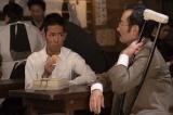 可児(古舘寛治)から、ストックホルムに行っている間の日本での出来事について聞く四三(中村勘九郎)=大河ドラマ『いだてん〜東京オリムピック噺(ばなし)〜』第14回(4月14日放送)より(C)NHK