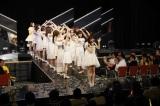 ラストはメンバーが作ったアーチをくぐりぬけた=HKT48 チームH「RESET」公演 指原莉乃卒業公演より(C)AKS