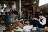 天陽(吉沢亮)から絵を教えてもらうなつ(広瀬すず)=連続テレビ小説『なつぞら』第3週「なつよ、これが青春だ」より(C)NHK