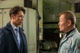 國村隼(右)は町工場を支える技術者・桶本を演じる(C)テレビ東京