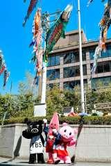 """東京タワーに、約6メートルの巨大な""""明石家さんまのぼり""""が出現(C)TBS"""