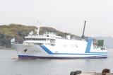 広島国際フェリーポートに入港する船上劇場「STU48号」(C)STU