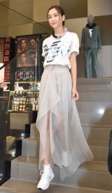 透け感のあるスカートで魅了した桐谷美玲=『EMPORIO ARMANI REAGLE ARCADE』のオープンイベント(C)ORICON NewS inc.