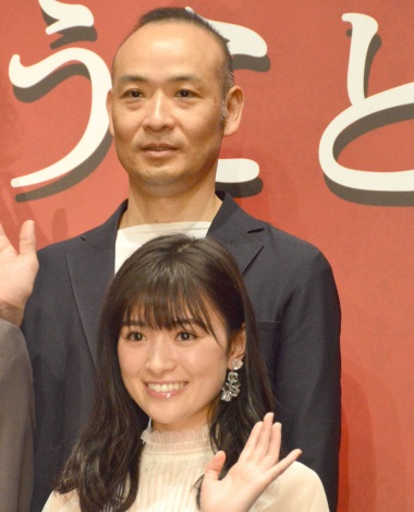 映画『うちの執事が言うことには』完成披露舞台あいさつに出席した優希美青(下)、久万真路監督 (C)ORICON NewS inc.