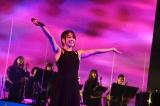 ストリングスも入れたバンドを従え20曲を熱唱した Photo by 岸田哲平