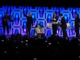 アンソニー・ダニエルズがR2-D2と登場=『スター・ウォーズ セレブレーション・シカゴ2019』で開催された『スター・ウォーズ/エピソード9』のステージイベントの模様 (C)ORICON NewS inc.