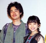 映画『愛がなんだ』公開記念舞台あいさつに出席した(左から)成田凌、岸井ゆきの (C)ORICON NewS inc.