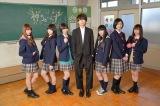 ABCテレビのドラマ『神ちゅ—んず 〜鳴らせ!DTM女子〜』川谷絵音(中央)とのメインビジュアル、その2(C)ABCテレビ