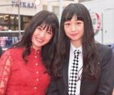 第11回沖縄国際映画祭のレッドカーペットで笑顔を見せる吉本坂46の(左から)小寺真理、小川暖奈 (C)ORICON NewS inc.