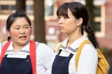左から、居村良子(富田望生)、奥原なつ(広瀬すず)=連続テレビ小説『なつぞら』第4週「なつよ、女優になれ」より(C)NHK
