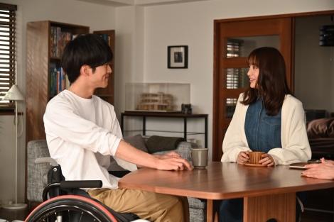 23日放送の『パーフェクトワールド』第2話より、松坂桃李、山本美月(C)カンテレ