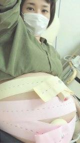 妊婦検診でNST中の写真を公開した蒼井そら (蒼井そら公式ブログより)