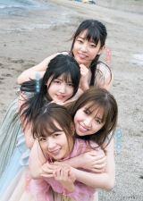 乃木坂仲良し4人がビーチ駆ける