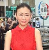 『第11回沖縄国際映画祭』のレッドカーペットで赤の肩出しドレス姿の松雪泰子 (C)ORICON NewS inc.