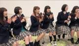 EMMA「あなたのダンスで騒がしい」MVを見るエビ中(C)ABCテレビ