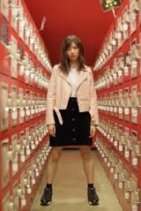 絹本夏海(E.ギター)=ザ・コインロッカーズ1stシングル「憂鬱な空が好きなんだ」(6月19日発売)選抜メンバー