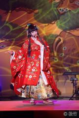 歌舞伎を意識した衣装で圧巻のパフォーマンス