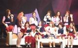 カラオケコーナーで宇多田ヒカルの「First Love」を歌ったキム・チェウォン(前列左)=IZ*ONE、初のファンミーティング『IZ*ONE JAPAN 1st Fan Meeting』の模様