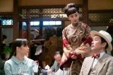(左から)奥原なつ(広瀬すず)、川村屋のオーナー・前島光子(比嘉愛未)、角筈屋、の社長・茂木一貞(リリー・フランキー)(C)NHK