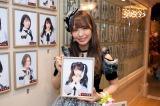 劇場の壁掛け写真を外してSKE48を卒業した松村香織(C)SKE