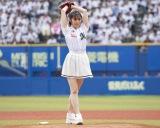 大きく振りかぶって美しい投球フォームを披露した鈴木愛理