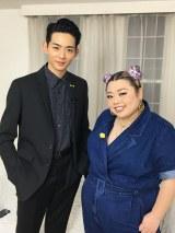 世界のファッションシーンの舞台裏を知る二人ならではの熱くて濃いファッション談義を繰り広げる(C)NHK
