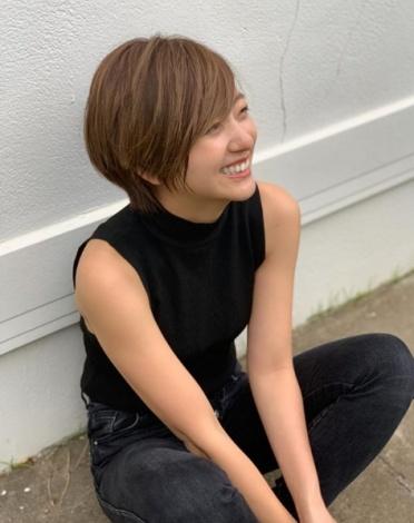 ショートヘア姿を公開した伊藤千晃(写真はインスタグラムより、事務所許諾済み)