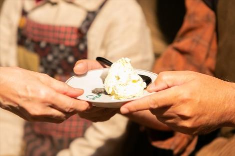 連続テレビ小説『なつぞら』第4回(4月4日放送)で視聴者の涙と共感を誘ったシーンのアイスクリーム(C)NHK