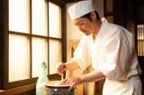 連続テレビ小説『なつぞら』第4回(4月4日放送)なつ(粟野咲莉)がしぼった牛乳でアイスクリームを作る「雪月」の小畑雪之助(安田顕)(C)NHK