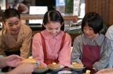 連続テレビ小説『なつぞら』第10回(4月11日放送)より。牛乳嫌いの夕見子(荒川梨杏)もホットケーキに笑顔(C)NHK