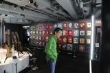 展示会『俺 矢沢永吉』の展示品を見ながら思い出に浸るヤザワ