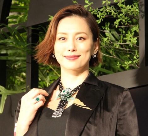 サムネイル 3億円ハイジュエリーに負けず堂々着こなす米倉涼子 (C)ORICON NewS inc.