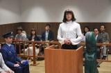 5月10日放送、『家政夫のミタゾノ』第4話より。法廷の証言台に立つ三田園薫(松岡昌宏)(C)テレビ朝日