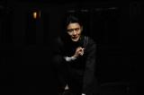 東京・Bunkamuraシアターコクーンで上演中の『ハムレット』。シェイクスピア四大悲劇の一つである名作に挑んだ岡田将生(撮影:細野晋司)