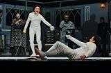 気鋭の英国人演出家サイモン・ゴドウィンによるダークファンタジーな『ハムレット』(撮影:細野晋司)