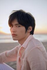 1st写真集『鼓動』を発売する岡田健史