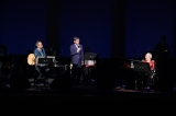 ビリー・バンバンのデビュー50周年記念コンサートに登場した石坂浩二