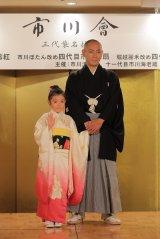 『市川會』三代襲名披露発表に出席した(左から)堀越麗禾、市川海老蔵