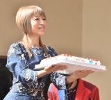 CUBERSのメジャーデビューシングル「メジャーボーイ」の発売記念イベントにサプライズで登場した夏まゆみ氏 (C)ORICON NewS inc.