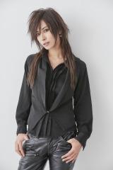 男装モデルAKIRA、一般男性と結婚 決め手は「この人の為ならスカート履けるわ!」