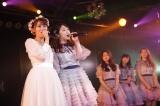 """""""育ての親""""峯岸みなみと熱唱=AKB48小嶋真子卒業公演より(C)AKS"""