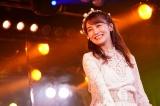 トレードマークのこじまこスマイル=AKB48小嶋真子卒業公演より(C)AKS