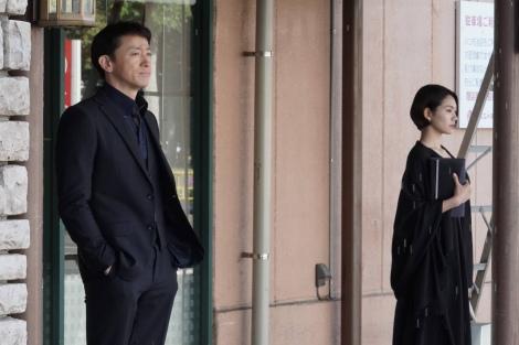 木曜劇場『ストロベリーナイト・サーガ』第7、8話に出演する(左から)山本耕史・二階堂ふみ(C)フジテレビ
