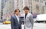 井上芳雄(右)と堂本光一(左)がNYへ。『トニー賞直前SP 2019 〜僕たちのブロードウェイ物語〜』WOWOWで5月25日放送(C)WOWOW