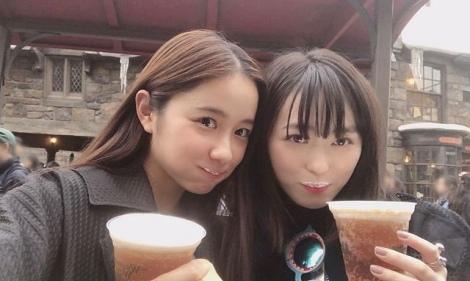 オフィシャルブログでUSJ旅行を報告した福原遥(右)と堀田真由(写真はオフィシャルブログより)