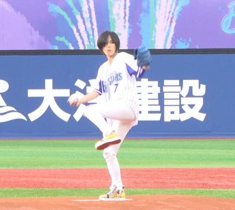 始球式で見事な投球を披露した相川七瀬 (C)ORICON NewS inc.