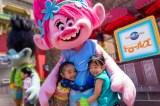 『トロールズ』のヒロインのポピーと子どもたち 画像提供:ユニバーサル・スタジオ・ジャパンDreamWorks Trolls (C)2018 DreamWorks Animation LLC. All Rights Reserved.