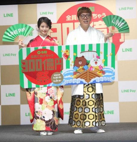 『LINE・LINE Pay』記者発表会に出席した(左から)今田美桜、HIKAKIN (C)ORICON NewS inc.